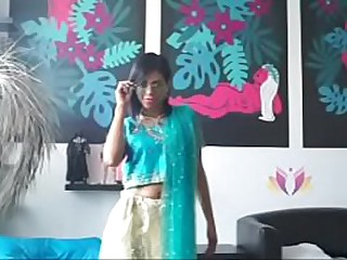 Porno chick shaking booty on Indian freshen