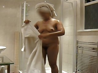 Indian girlfriend showering, watch her soap encircling her tits and trimmed pussy